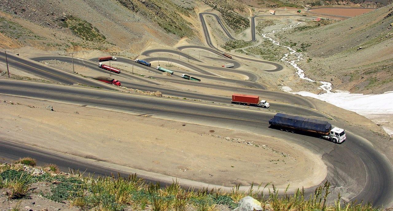 Camiones chilenos en la ruta 7